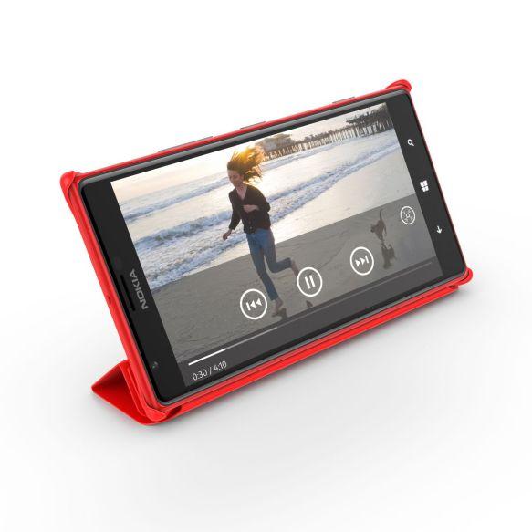 Das Nokia Lumia 1520 samt vorgesehenem Case. Quelle: Nokia