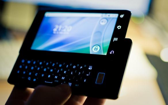 Das Motorola Milestone mit Android 2.0. Foto: Felix Montino flickr.com/felixmontino/