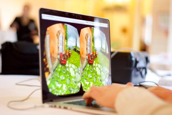 Dies zeigt die Oculus Rift dem Träger.