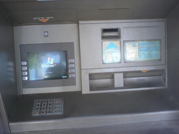 Ein Geldautomat im Jahr 2006. Foto: Nitzan Brumer/2.0 Generic (CC BY-NC 2.0) Link: http://bit.ly/1q6m5YU