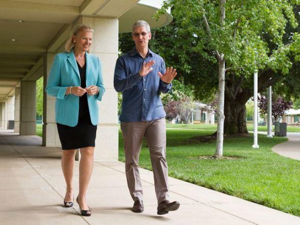 Die CEOs beim Spaziergang. Courtesy of Apple/Paul Sakuma