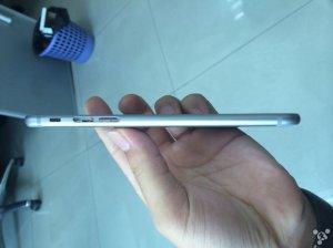 Gut zu sehen ist hier wie dünn das Gehäuse ist und wie iPad-ähnlich die Lautstärketasten sind.  via: Business Insider Quelle: Feng.com