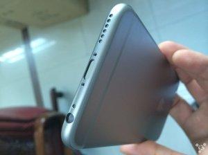 Auf der Unterseite lässt sich sehr gut erkennen, dass die Lautsprecher-Löcher größer werden und wie dünn das Gehäuse wird. via: Business Insider Quelle: Feng.com